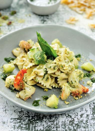 Recept 'farfalle met scampi, courgette en pesto van pistache'