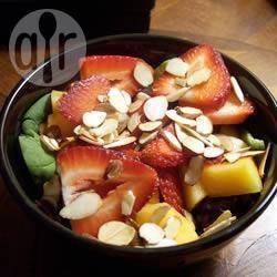 Spinaziesalade met aardbeien recept