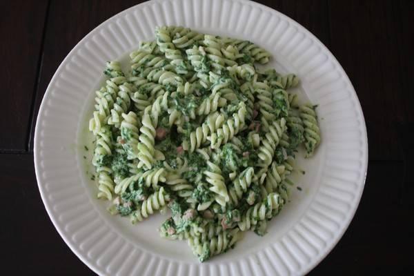 Pasta met spinazie en spekjes recept
