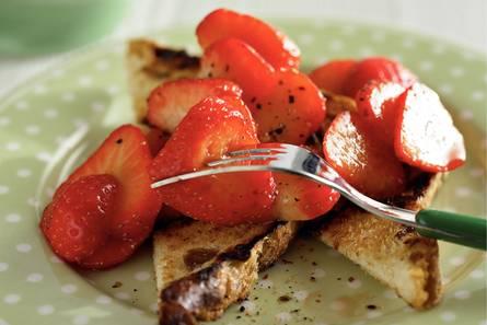Rozijnenbruschetta met italiaanse aardbeien