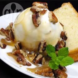 Karamelsaus met pecannoten (voor sundae ijs) recept