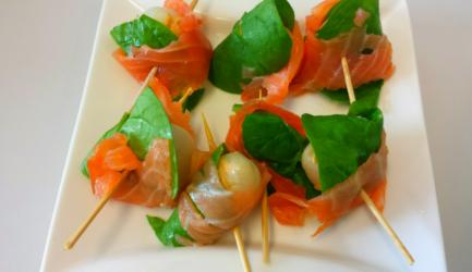 Gevulde lychee met hoemoes zongedroogde tomaat en zalm ...