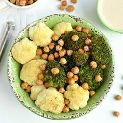 Saladebowl met broccoli, bloemkool en kikkererwten recept ...