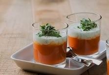 Heerlijke tomatensoep met gehakt en basilicumroom recept ...