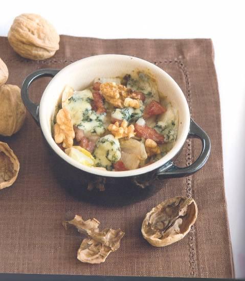 Witlof met spek en blauwaderkaas geserveerd in pannetje recept ...