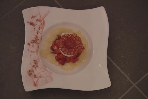 Gemarineerde aardbeien met sabayon en hoeve-ijs