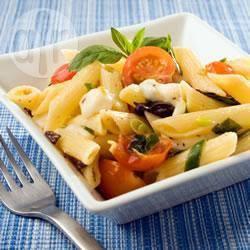 Pennesalade met tomaat en mozzarella recept