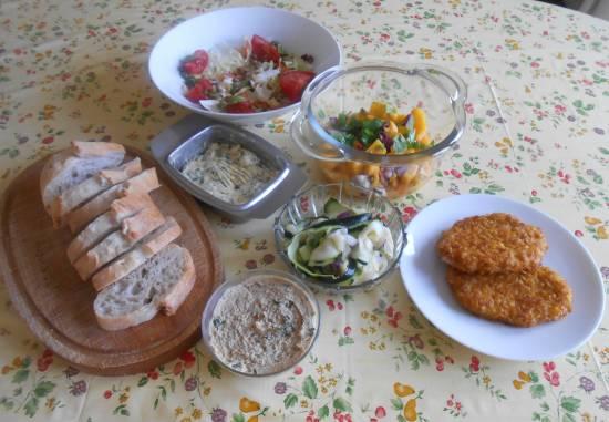 Kip krokant met mangosalsa, humus en salade recept