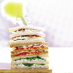 Sandwich eiersalade, komkommer en bacon recept