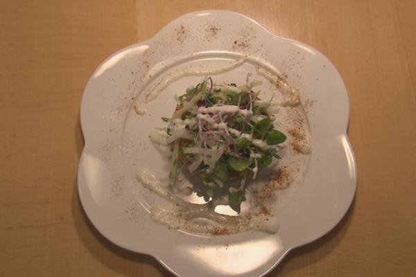 Zalmtartaar met waterkerssalade en mierikswortelsaus