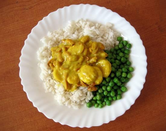 Rijst en erwtjes in kerriesaus met banaan en pinda`s recept ...