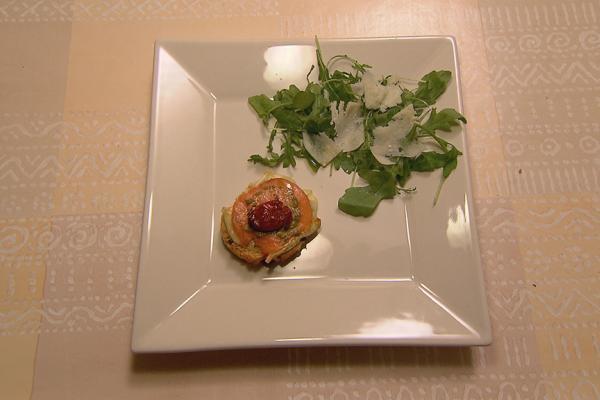 Rozijnenbroodje met brie en zalm