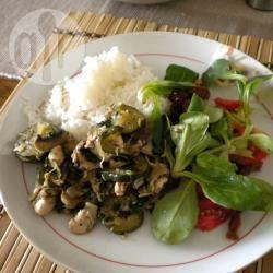Kipfilet met courgette en champignons recept