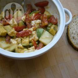 Simpele zomersalade met avocado recept