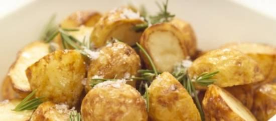 Aardappelen uit de oven met knoflook en rozemarijn recept ...