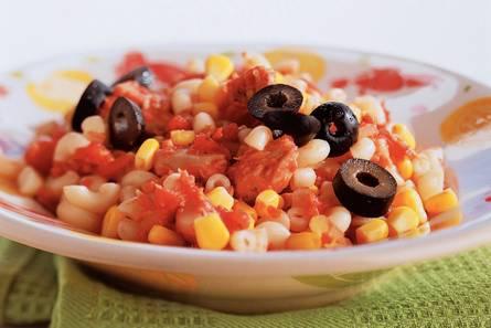 Macaroni met tomaten-vissaus