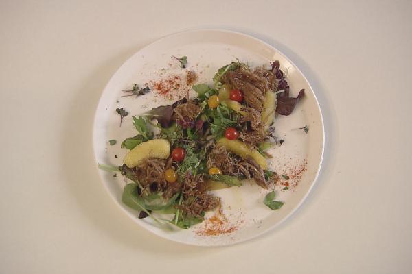 Salade met eend en gekaramelliseerde appeltjes