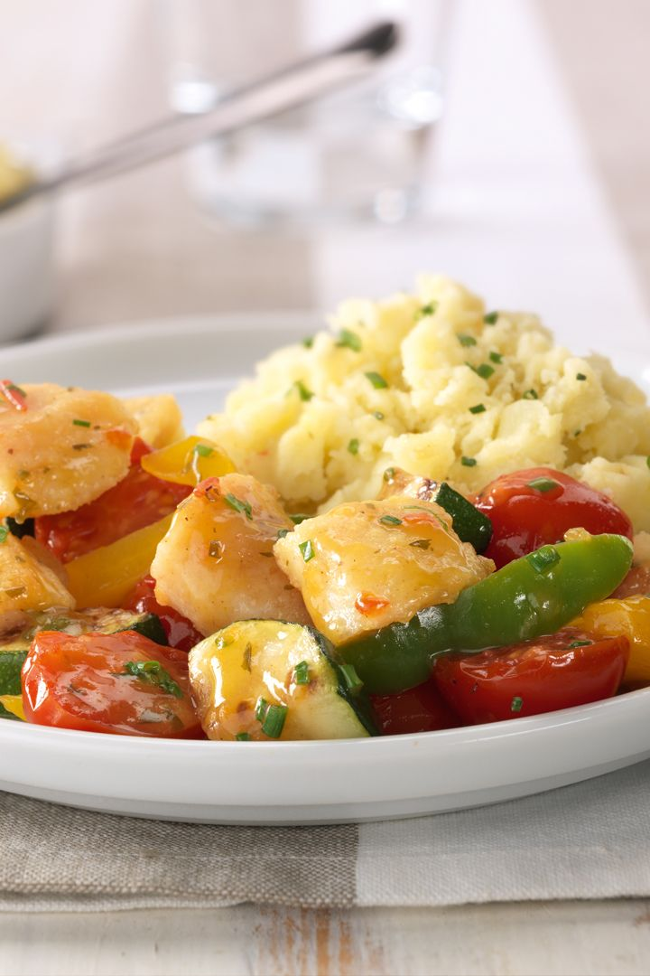 Recept 'wok met vis, tomaat, paprika en courgette'