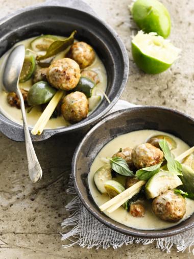 Recept 'groene curry met pistacheballetjes'