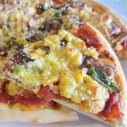 Pizza met eieren en spek recept