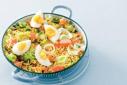 Kruidige rijst met zalm en ei