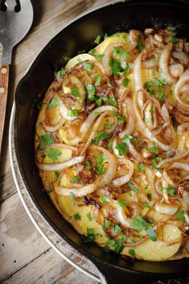 Recept 'frittata met ui, aardappel en balsamico'