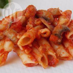 Pasta met tomaten, worst en champignons recept