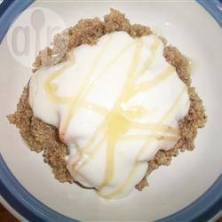 Quinoa met perziken en romige yoghurt recept