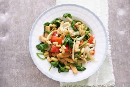 Groentewokstukjes met spinazie en venkel