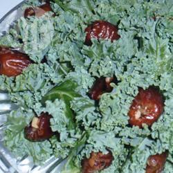 Dadels met amandelen verpakt in boerenkool recept