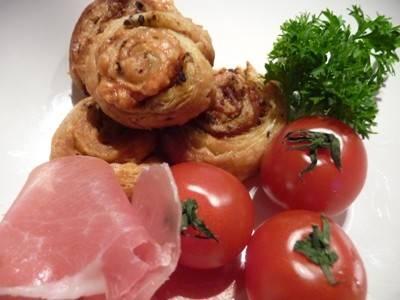 Bladerdeeg met rauwe ham en pesto recept