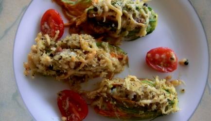 Gevulde courgette bloemen met kaas en chorizo recept