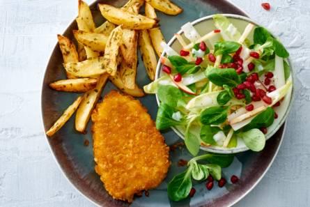 Kipschnitzel met witlofsalade en ovenaardappelen