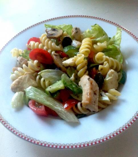 Mmm! italiaanse pastasalade met kip, spinazie en mozzarella ...
