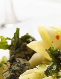 Pasta met courgette en spinazieballetjes recept
