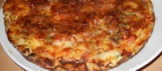 Hartige taart met krieltjes, spek, uien en kaas. recept