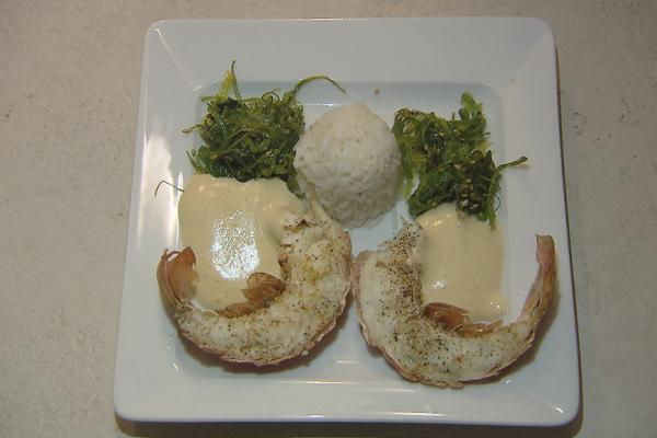 Gegrilde langoest met zeealgen, mosterdsabayon en rijst