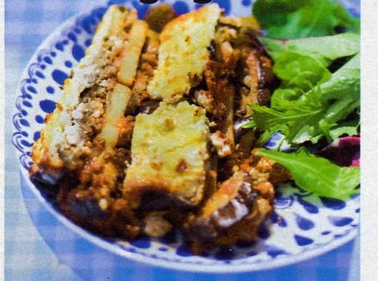 Moussaka met feta en yoghurt recept