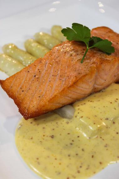 Recept 'asperges met zalm en dijonnaisesaus'