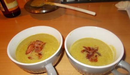 Romige broccolisoep met gorgonzola en knapperige reepjes ...
