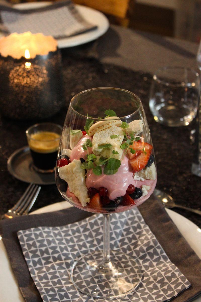 Recept 'meringue met mousse van rood fruit'