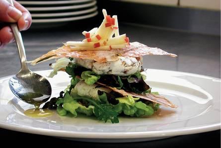 Torentje van geitenkaas en salade
