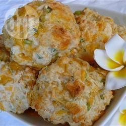Hartige broodjes met kaas en ui recept