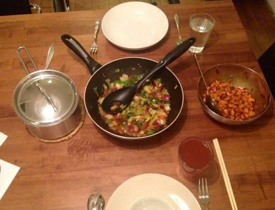 Oosterse kip met roerbak groenten en witte rijst recept