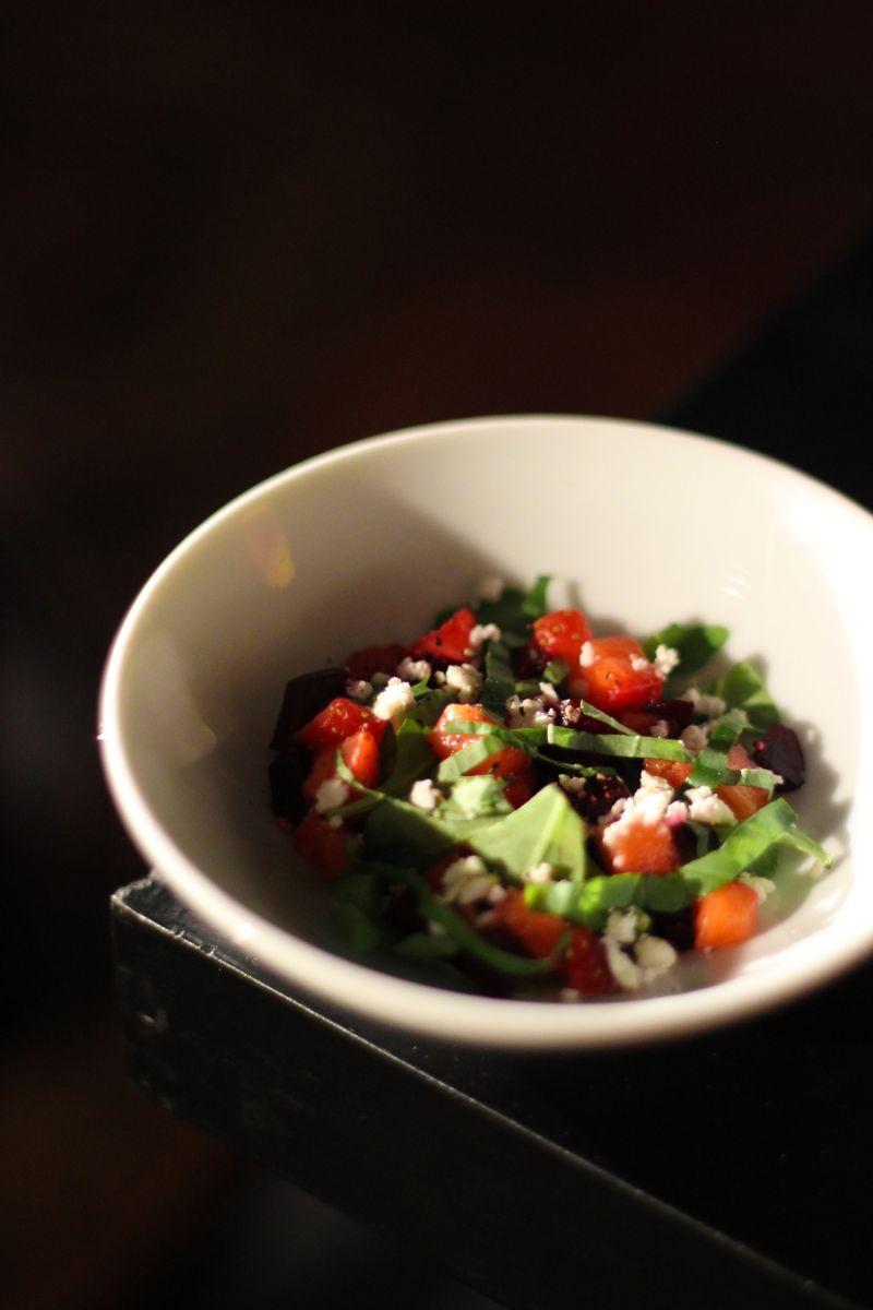 Recept 'mini-slaatje met aardbeien en rode biet'