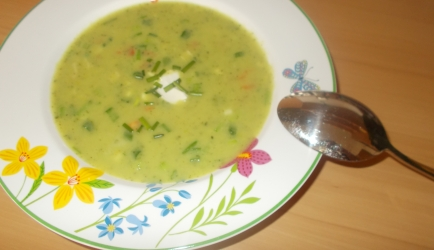 Courgettesoep met roomkaas verse tuinkruiden en paprika recept ...