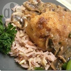 Kip in port-dragonsaus met champignons recept