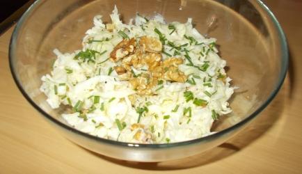 Wittekoolsalade met appel, walnoten en zure room recept ...