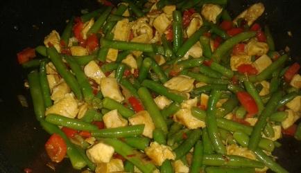 Pittige gewokte sperziebonen met kipfilet en paprika recept ...