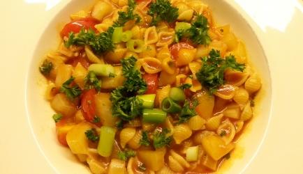 Frisse, licht pittige pasta met tomaat en venkel recept
